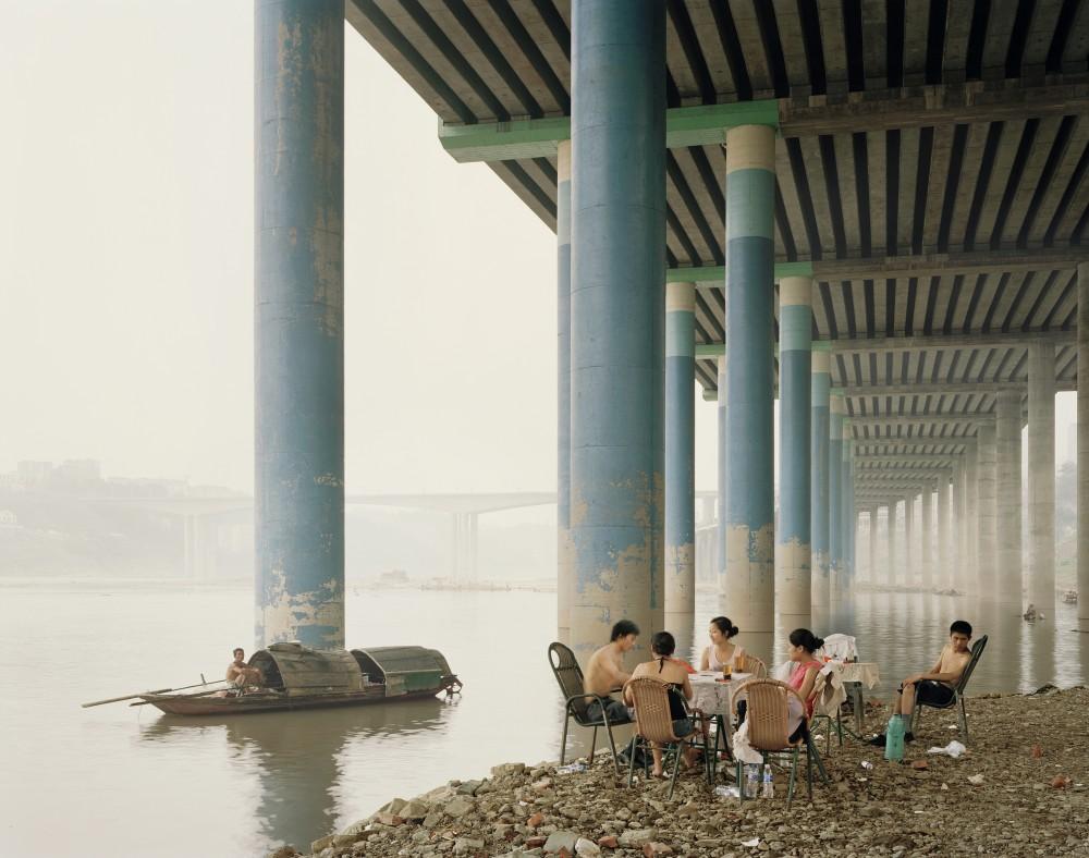 Nadav Kander Chongqing IV (Sunday Picnic), Chongqing Municipality, 2006
